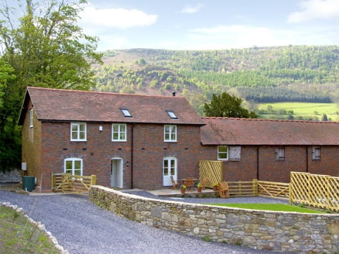 Bryn Howell Stables, Trevor near Llangollen, North Wales – Sykes Cottages