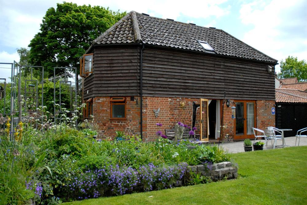 Norfolk Country Cottages – Brandon Barn, Strumpshaw, Norfolk